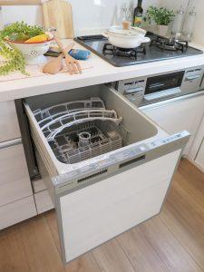 うれしい食洗機付きキッチン!家事の時短にもなりますね。